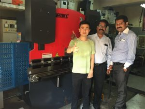 Индијски посетиоци посећују фабрике и купују машине