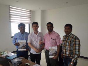 Шри Ланка купци разговарају о технологији са Мр.Таи-ом у нашем уреду